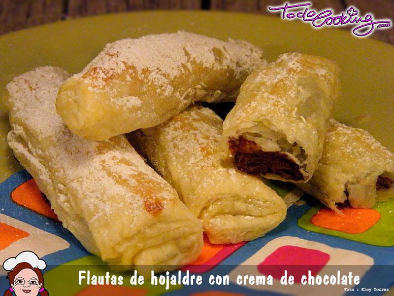 Flautas de hojaldre rellenas de chocolate