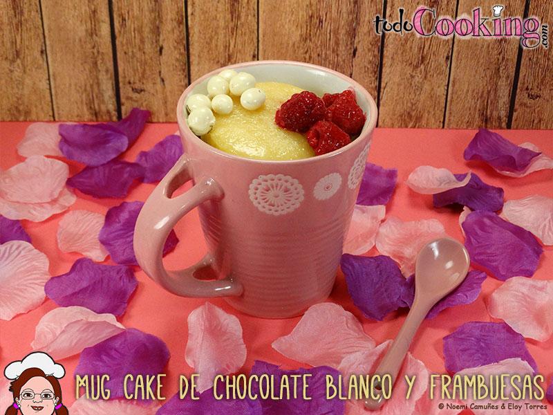 Mug-Cake-de-chocolate-blanco-y-frambuesas
