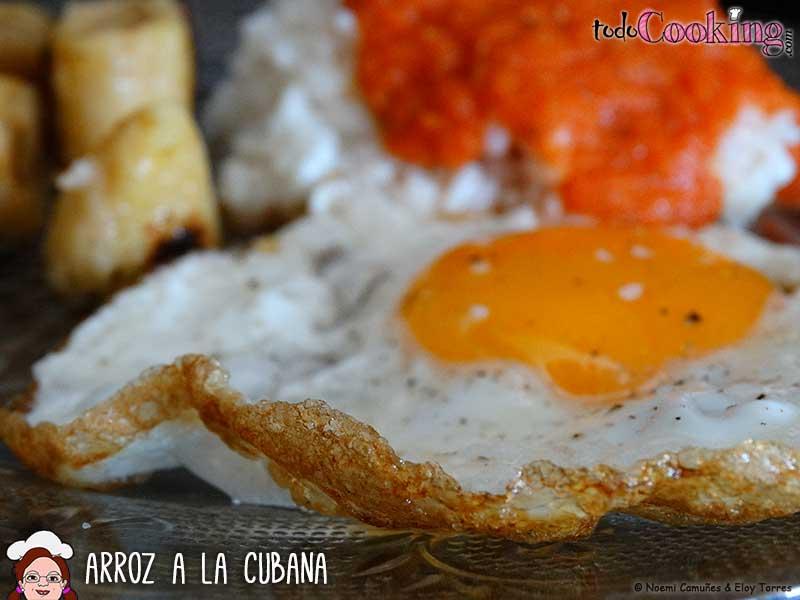 Arroz a la cubana con salsa de tomate casera - Calorias arroz a la cubana ...