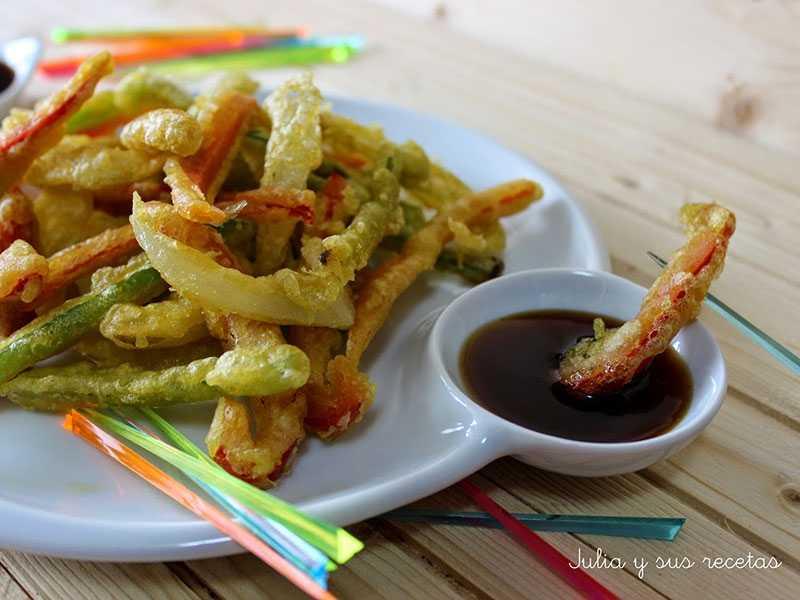 guiso-de-patatas-alcachofas-y-guisantes-con-jamontempura-de-verduras-con-salsa-de-soja-y-miel