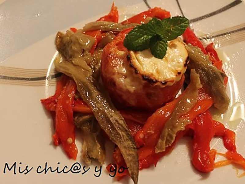 tomate-gratinado-con-queso-en-nido-de-berenjena-y-pimiento-rojo