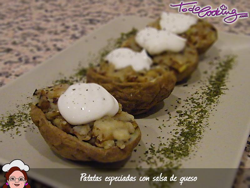 Patatas especiadas con salsa de queso