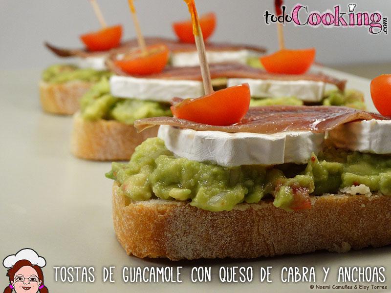Tostas guacamole queso cabra y anchoas