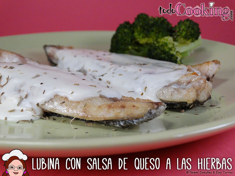 lubina-con-salsa-de-queso-a-las-hierbas