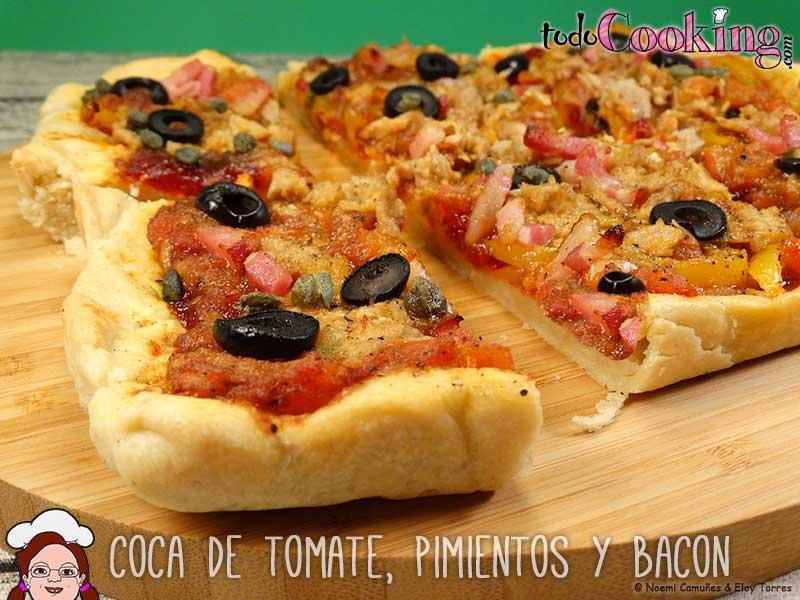Coca de tomate y pimientos con bacon for Plantar pimientos y tomates