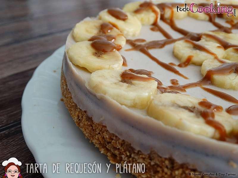 Tarta ligera de requesón y plátano