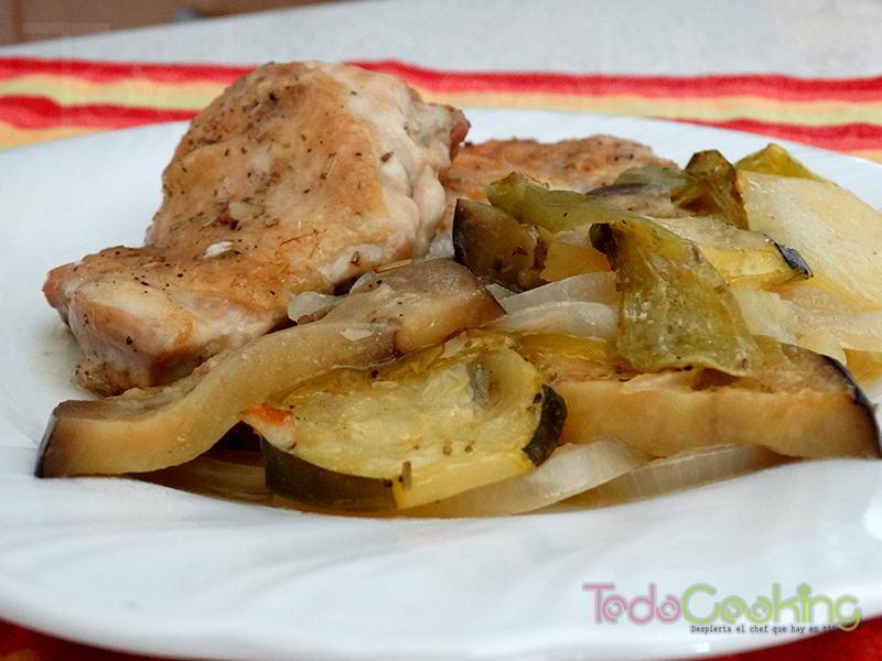 Pollo asado con verduras receta s per f cil con horno for Cocinar un pollo entero