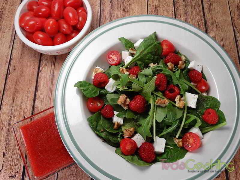 Ensalada de verano con frambuesas - recetas con frutas