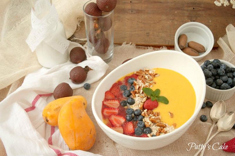 Smoothie bol de mango, fresas y aguaje del amazonas