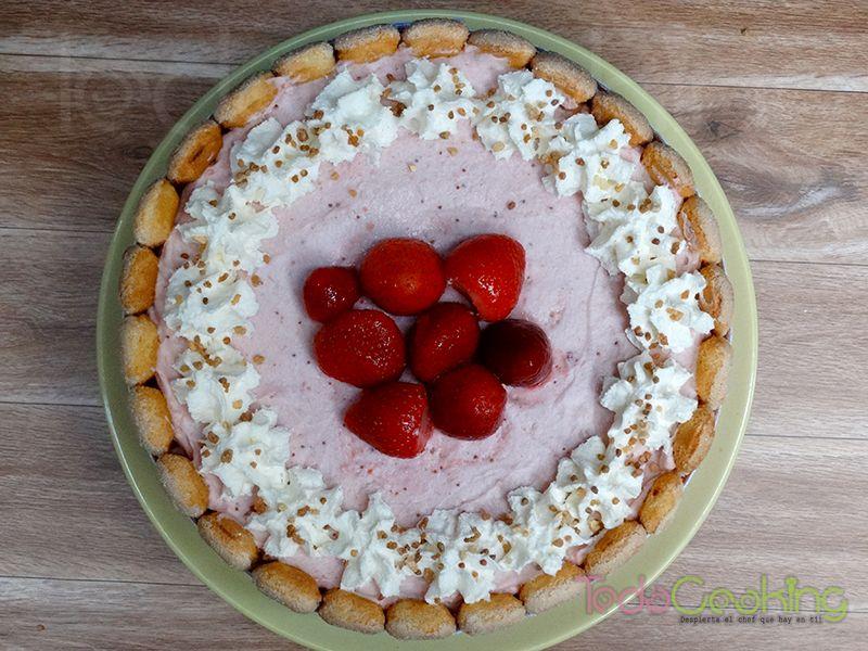 Charlotte de mousse de fresas